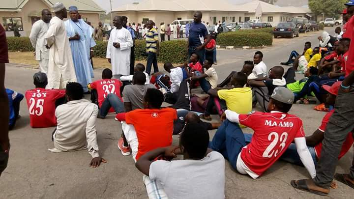 FC Taraba players protest unpaid salaries, as Taraba queens allege police of assault