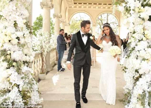 "Chelsea star Fabregas weds ""the woman of his dreams,"" Daniella"