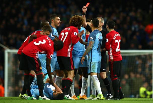 Fellaini sees red in Goalless Manchester derby