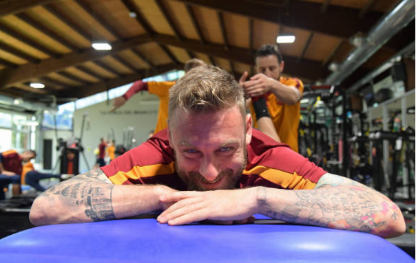 No Selfies! AS Roma Legend Will Smash Your Teeth with a Baseball Bat