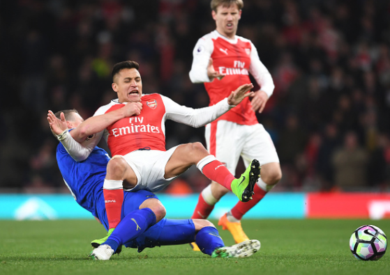 Former Chelsea Defender takes a swipe at Arsenal star Alexis Sanchez with a picture of his cut finger