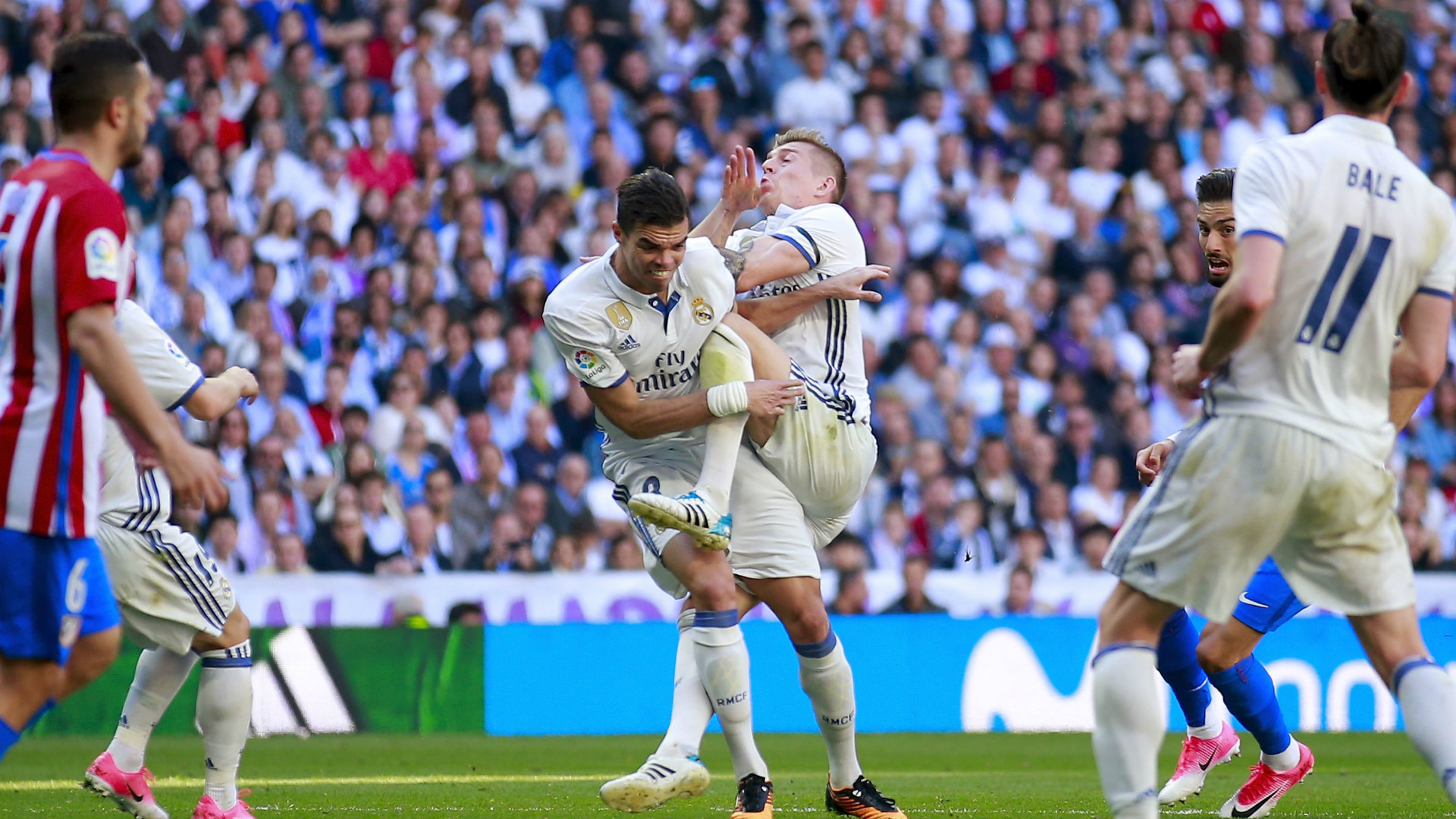 Real Madrid Confirms Pepe Broken Ribs in Madrid Derby