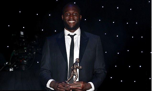 Lukaku scoops Everton top award