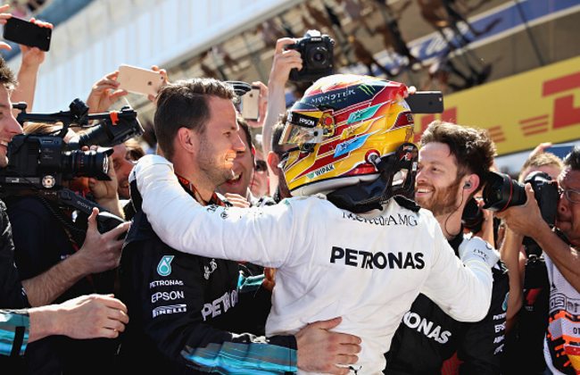 Lewis Hamilton overtakes Sebastian Vettel to win Spanish Grand Prix