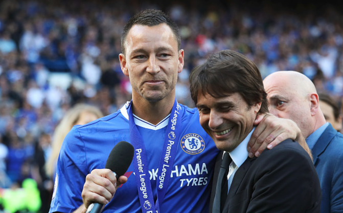 Chelsea bring off John Terry in 26th minute against Sunderland as club legend receives guard of honour