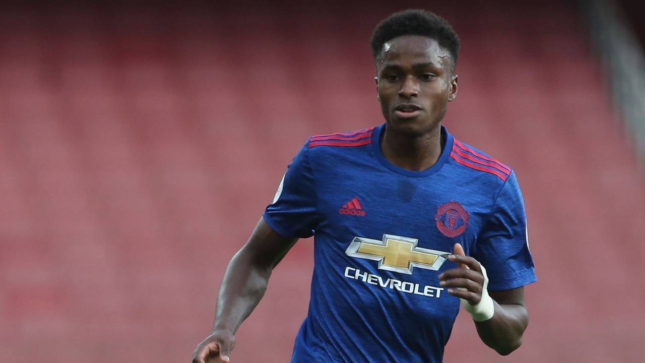 Matthew Olosunde agrees new deal with Man United