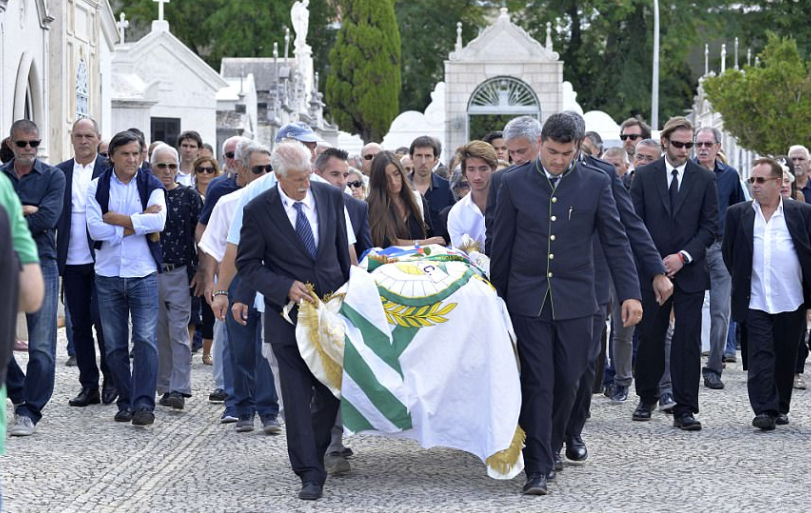 José Mourinho carries the coffin of his father at funeral in Portugal