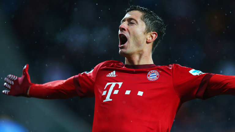 Man United and Chelsea battle to sign Lewandowski