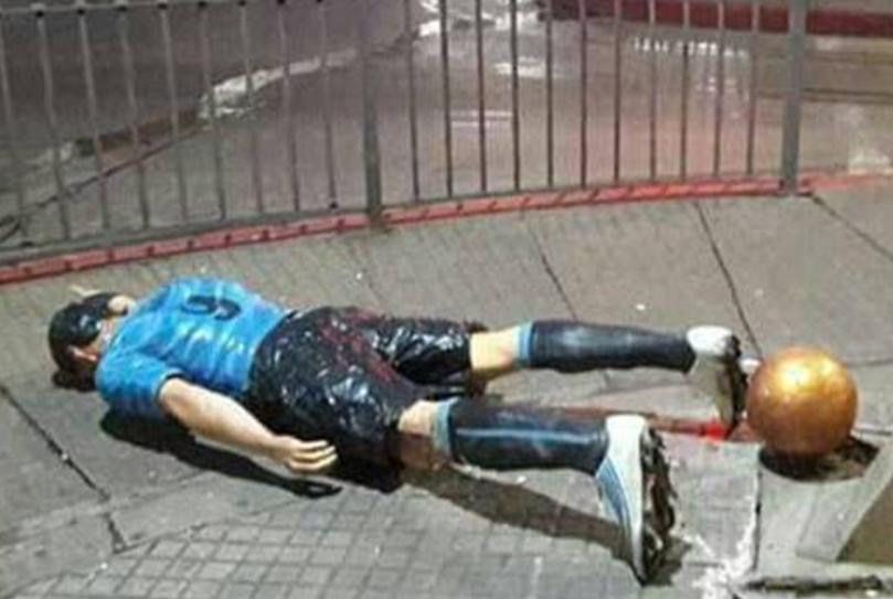 Angry Fan Vandalizes Luis Suarez's Statue