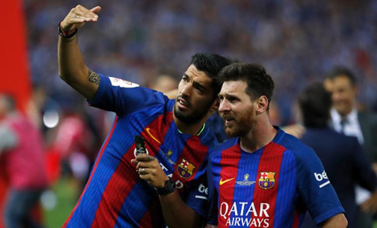 Messi v Suarez: Guess who wins Keepy uppie challenge