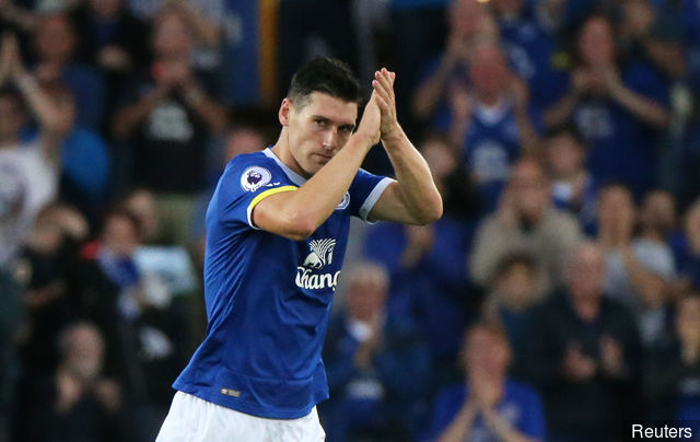 West Brom closing in on Everton's Gareth Barry and hope to agree deal in next 24 hours