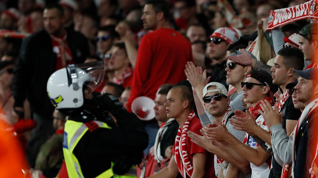 Arsenal probe fan chaos in Europa League clash against Cologne