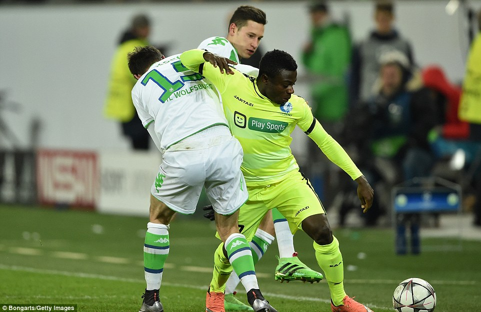 Brighton to table a second bid for Gent's Nigerian attacker Moses Simon