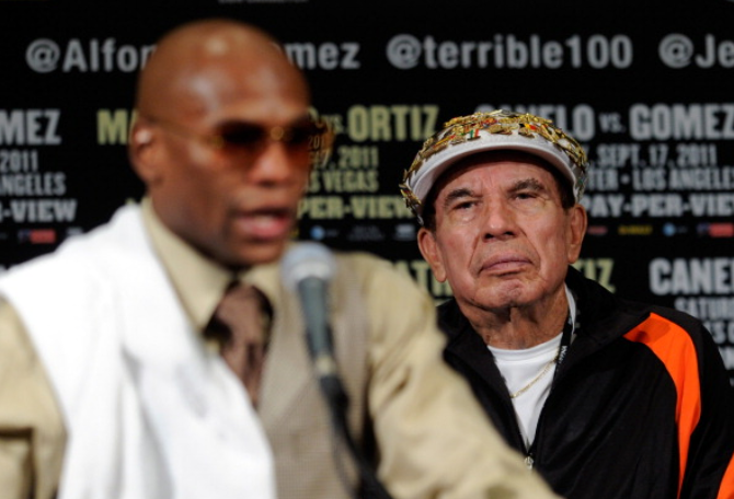 "Floyd Mayweather mourns ""Grand Dad"""