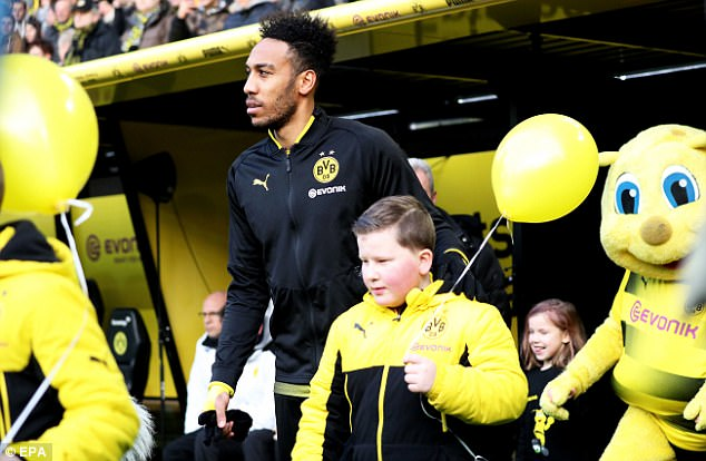 BREAKING: Pierre Emerick-Aubameyang arrives London