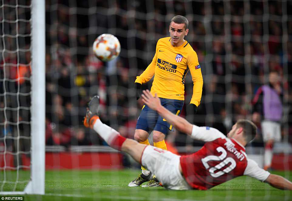 Griezmann nets crucial away goal as 10-man Atletico spoils day for Wenger