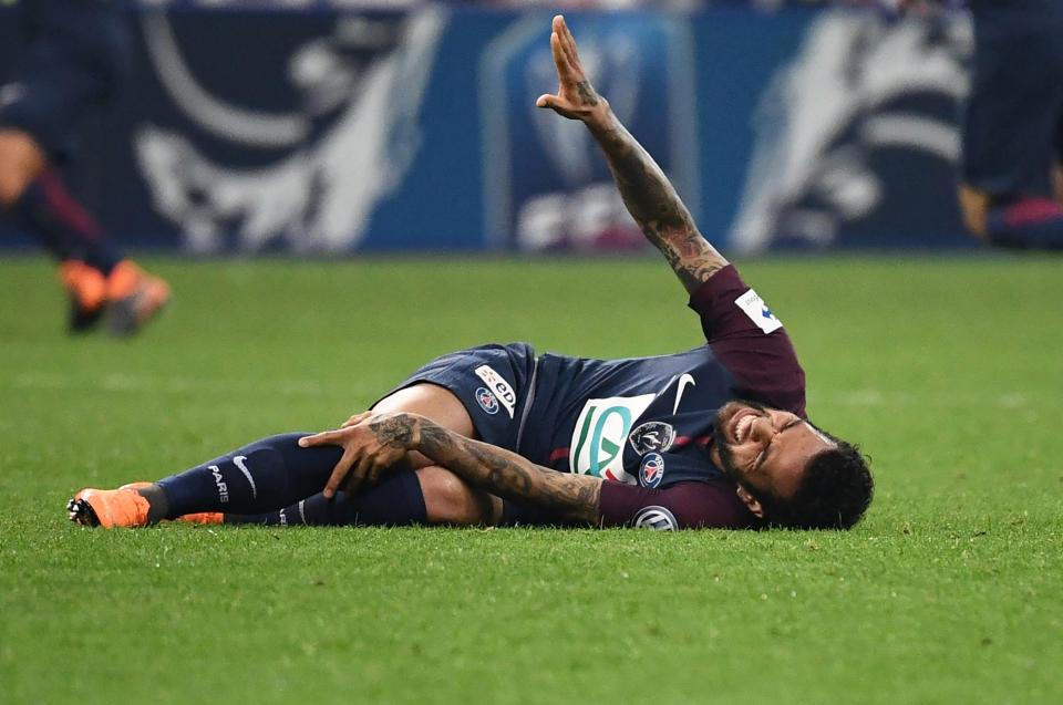 Just In! Dani Alves 'ruled out' of the World Cup with a knee ligament injury