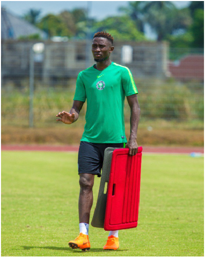 Wilfred Ndidi Trains Separately, as Super Eagles Coaches monitor his Recovery from Injury