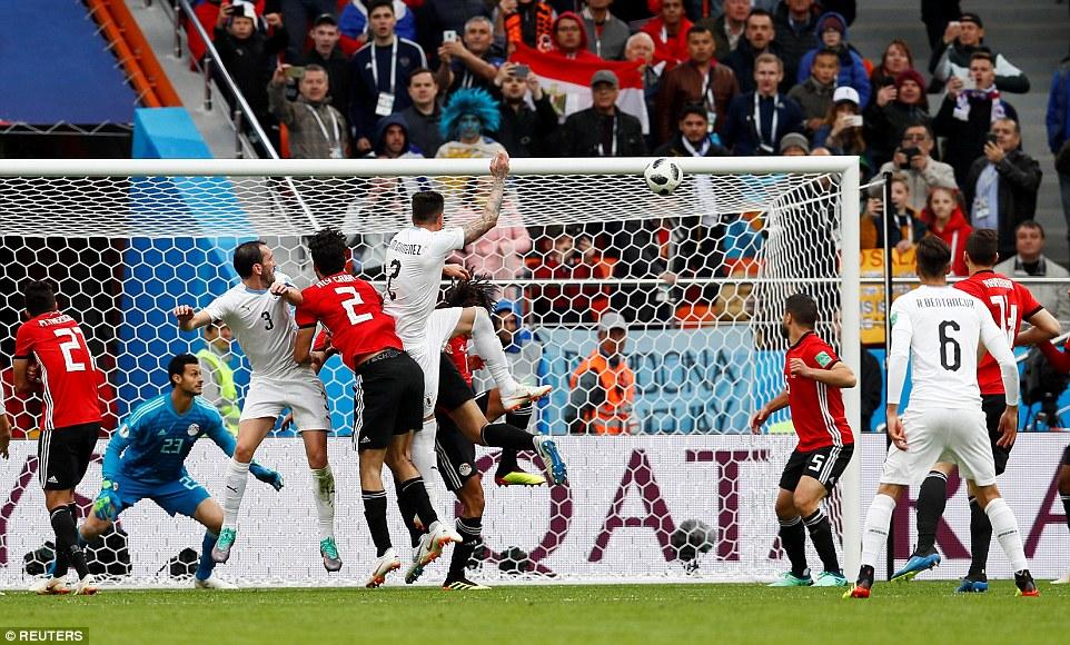 Gimenez effort rescues late win for Uruguay over Salah-less Egypt