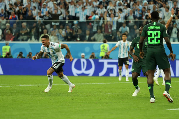 Rojo, Messi give Argentina dramatic win over Eagles