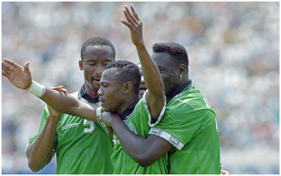 "How Emmanuel Amuneke ended ""Elastic"" Elahor's Super Eagles Career"