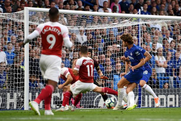 Alonso scores late as Chelsea beat Arsenal 3-2 at Stamford Bridge