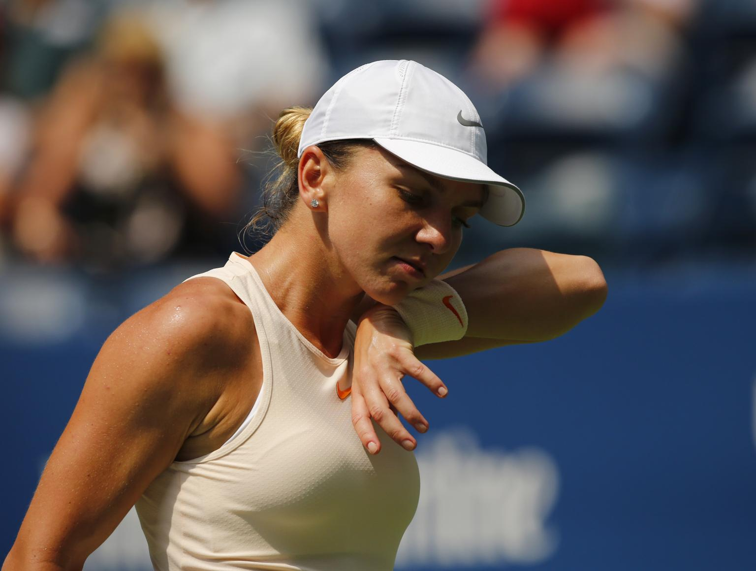 US OPEN: Halep becomes 1st No. 1 to lose 1st Open match; Serena wins