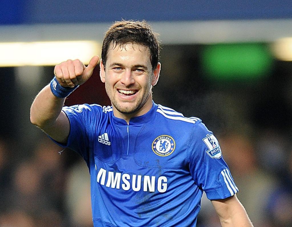 Former Chelsea midfielder Joe Cole retires at 37