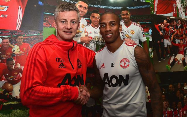 CONFIRMED – Ashley Young extends Manchester United stay