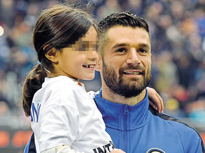 Inter's Antonio Candreva pays off meal fees for school girl