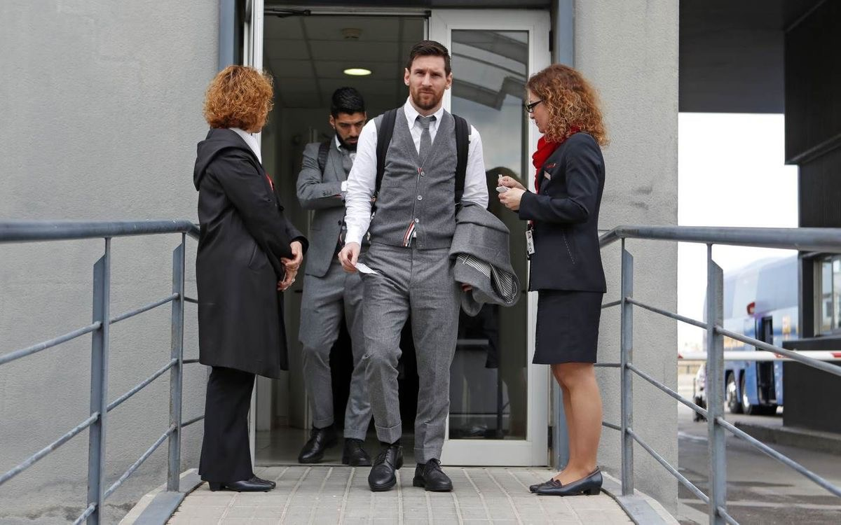 Lionel Messi and his Barca teammates arrive Manchester in style