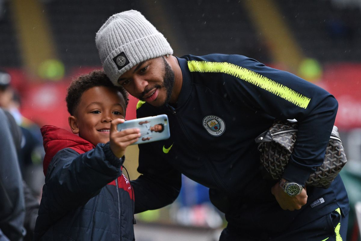 Raheem Sterling buys 550 FA cup semi-final tickets for pupils