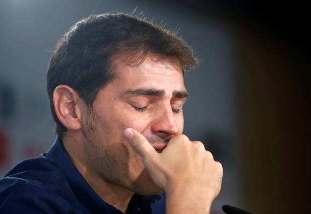 Iker Casillas CRIES after tribute from Porto team-mate