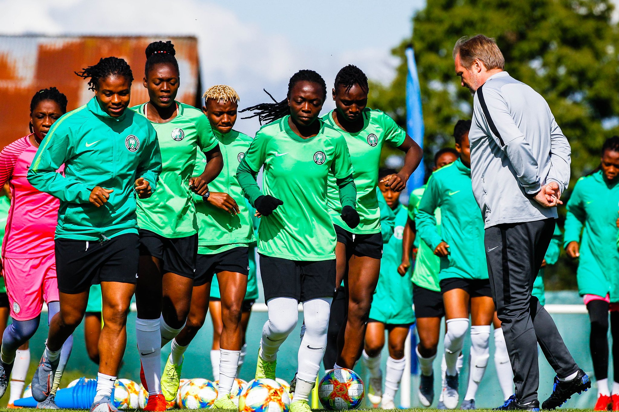 Dennerby the joggler, Nnadozie's rant! Things you Probably missed in the Nigeria vs France game