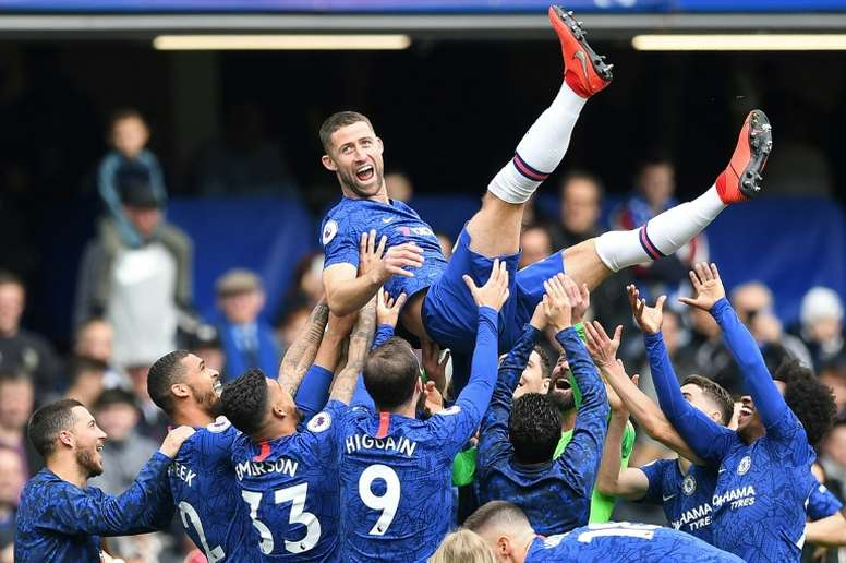 Gary Cahill leaves Chelsea