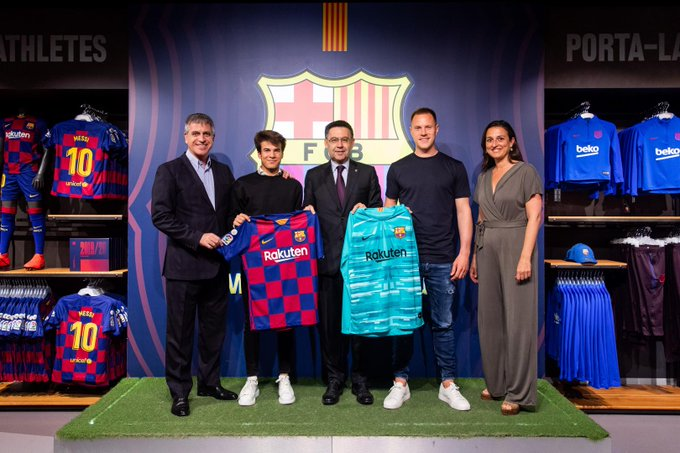 Barçelona swap traditional blaugrana stripes for a checkerboard print Jersey for the first time
