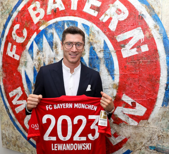 Lewandowski staying put at Bayern Munich, pens extension