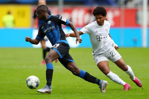 Jamilu Collins scores his first Bundesliga goal in style against Neuer