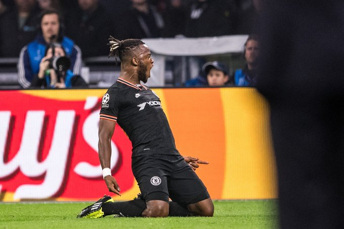 Batshuayi scores late to hand Chelsea 'massive' win over Ajax in Amsterdam