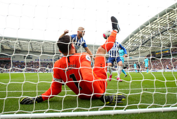 Hugo Lloris suffers Freak injury against Balogun's Brighton
