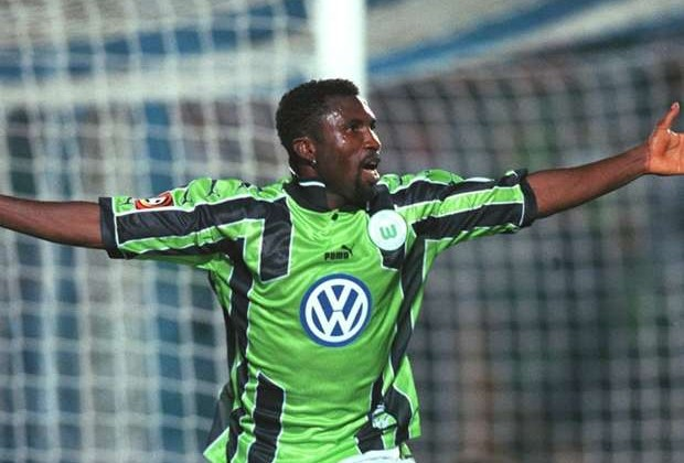Former Wolfsburg striker hit out at Nigeria Football Federation over Rohr's contract