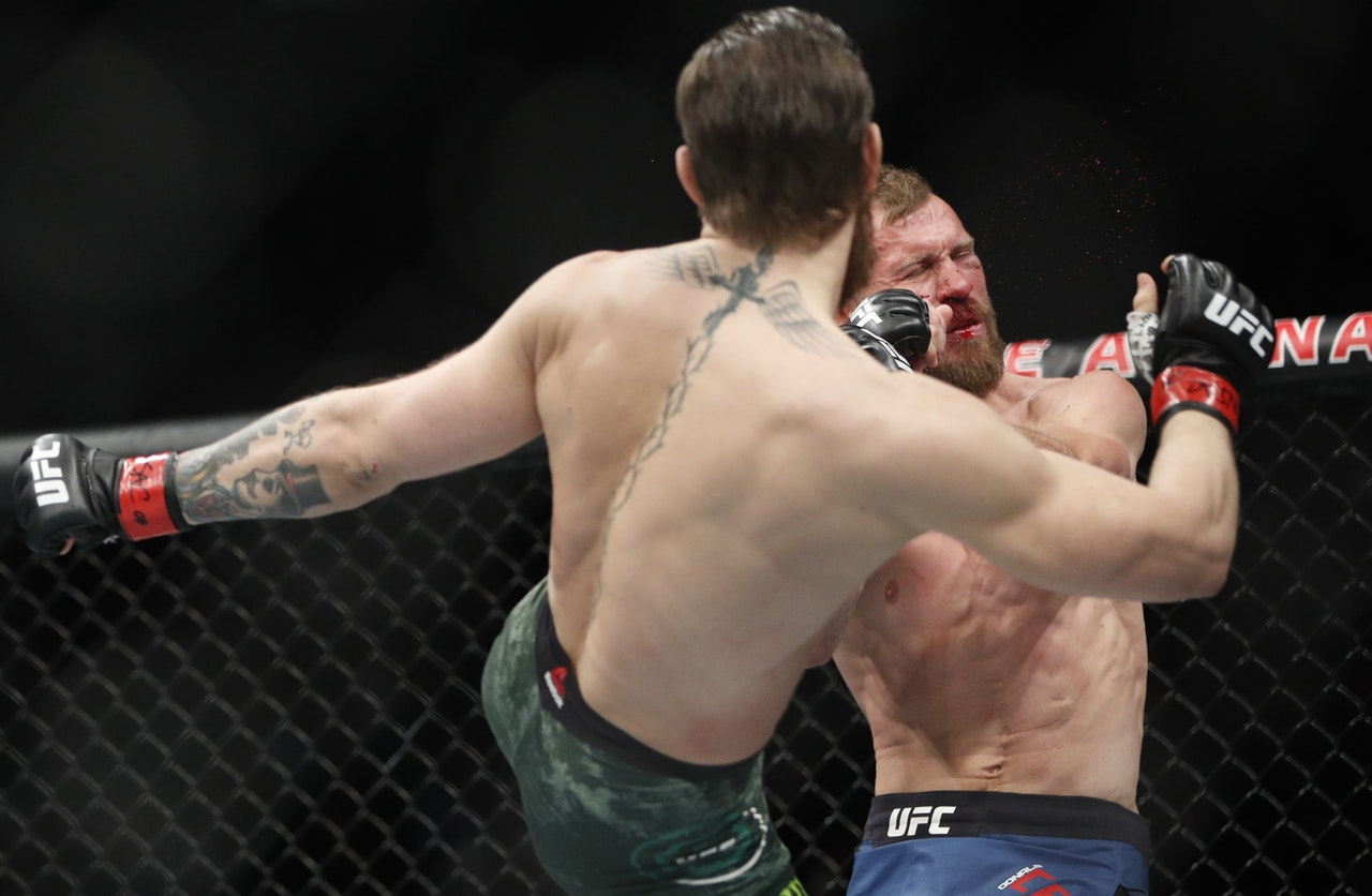NOTORIOUS!! Conor McGregor wins in 40 seconds on UFC return