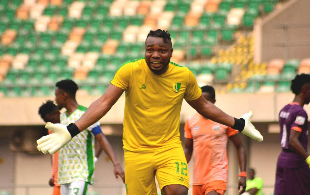 Plateau United goalkeeper rains isolation cash on followers due to coronavirus
