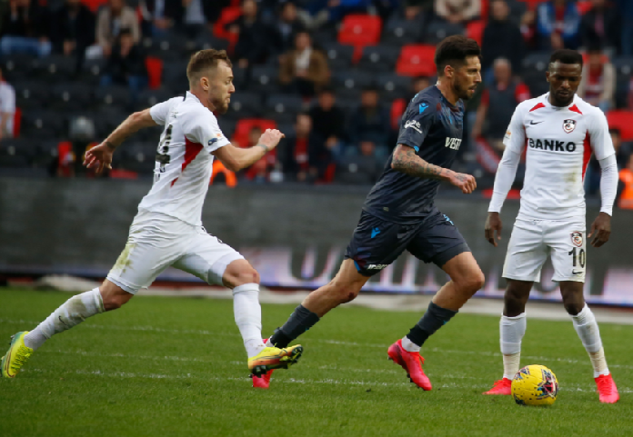 Kayode Olanrewaju dents Trabzonspor's Title Hopes