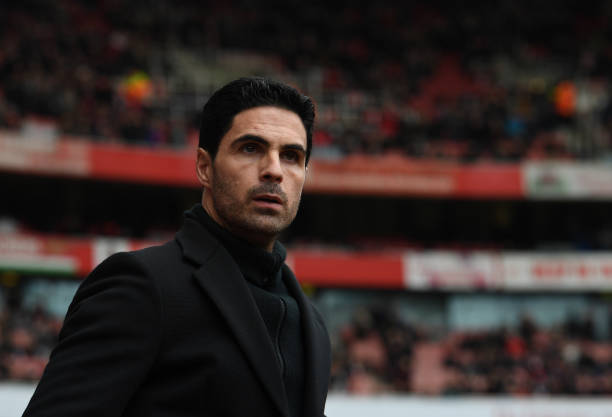 Arsenal in positive talks with players over pay cut