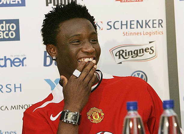 Pages of Mikel Obi Manchester United contract Revealed