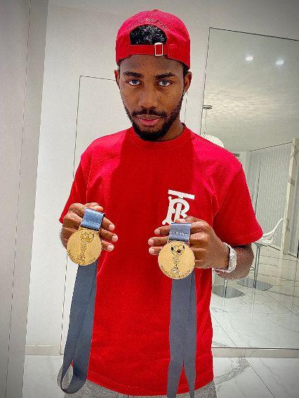 """Can't get over them"", Emmanuel Dennis shows off his Belgian title medals"