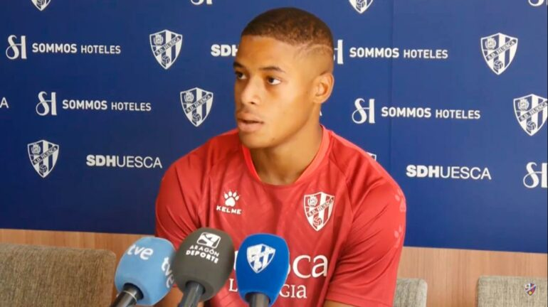Carlos Kevin pens new deal with SD Huesca