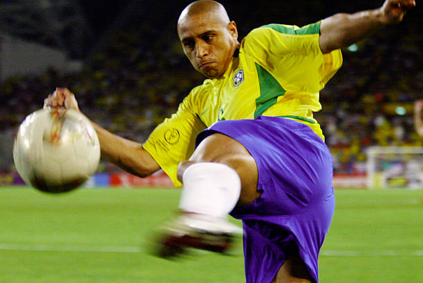 Odemwingie compares former Super Eagles Left-back to Roberto Carlos