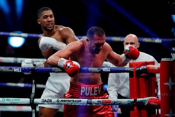 Anthony Joshua knocks out Kubrat Pulev to retain heavyweight titles
